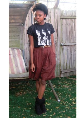 brown vintage shorts - black boots - black t-shirt