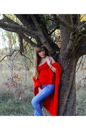 sky blue H&M jeans - red Bershka shirt