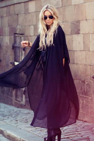 black vintage boots - black vintage jeans - black vintage cape