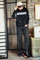 black HOTBOOM sweatshirt