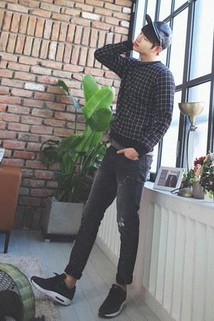 black MITOSHOP sweatshirt