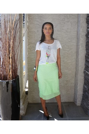 chartreuse lace Zara skirt - black patent leather Christian Louboutin pumps