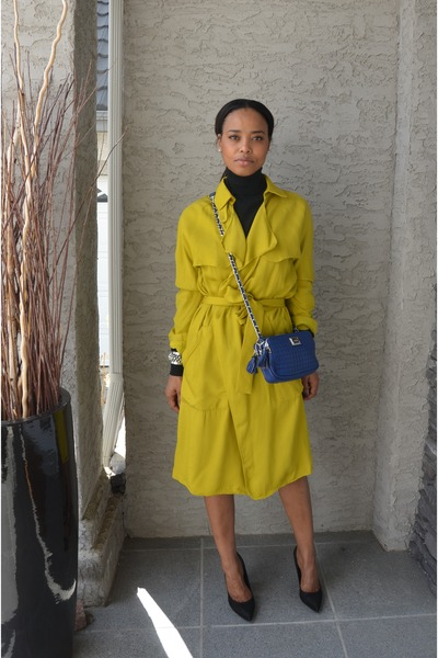 blue faux leather calvin klein bag - mustard Zara cape