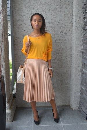 peach pleated skirt Zara skirt - carrot orange Zara sweater