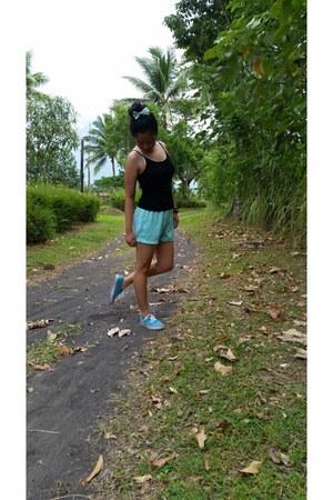 aquamarine bow hair accessory - aquamarine shorts - black cotton top