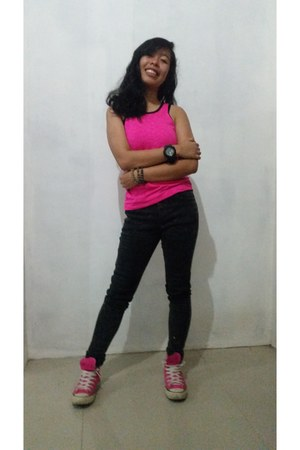 black Tommy Hilfiger pants - hot pink sports Sassa top