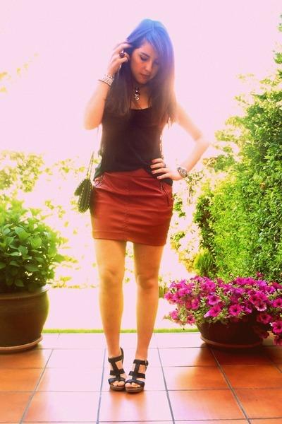 black Mango bag - black Zara t-shirt - ruby red Stradivarius skirt