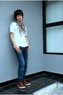 Navy-jeans-white-no-brand-shirt-brown-colorful-scarf