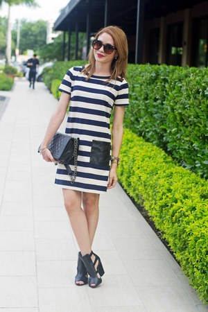 black quilted ami clubwear bag - navy striped leather JCrew dress