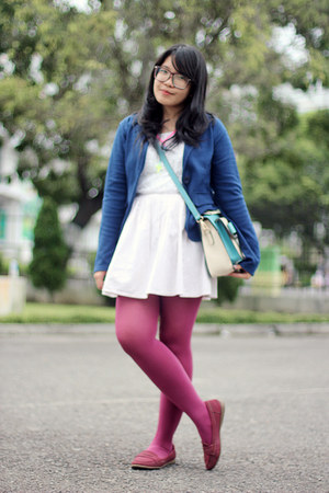 maroon tights - white dress - navy blazer - maroon loafers