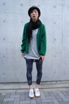 black hat - gray H&M shirt - green vintage cardigan - gray Uniqlo leggings - whi
