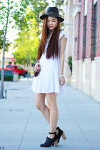 white simple H&M dress - black heels Aldo shoes