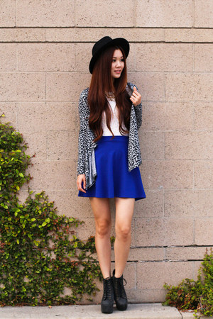 blue mini Charlotte Russe skirt - white lace Forever 21 top