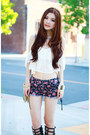 Navy-floral-print-forever-21-shorts-white-lace-morphologie-top