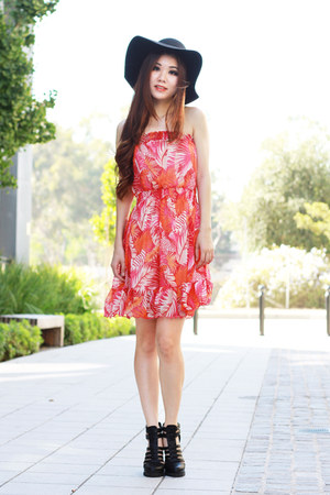 coral floral Forever 21 dress - black sun hat Hatstore hat