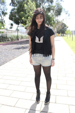 H&M shorts - H&M vest - French Connection t-shirt - Jeffrey Campbell wedges