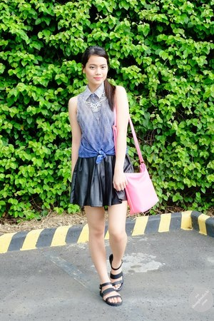 black pleated leather Forever 21 skirt