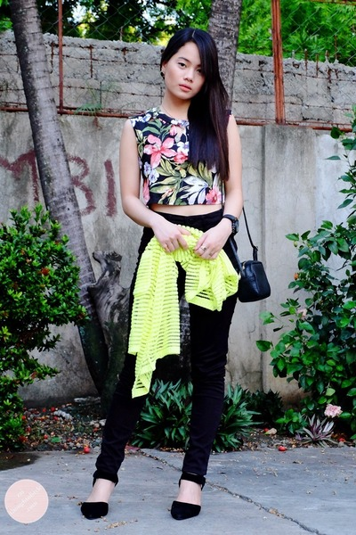 black high waist H&M jeans
