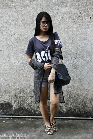 dark gray WAGW shirt - heather gray high waist old Style Breaker shorts