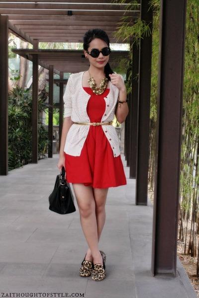 gold sm accessories necklace - red Forever 21 dress - black Primadonna bag