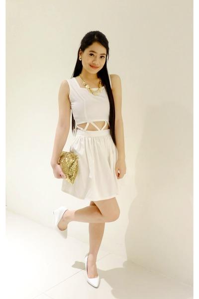 white cutout The Stylogist dress - Vogue Blvd bag - white Aldo wedges