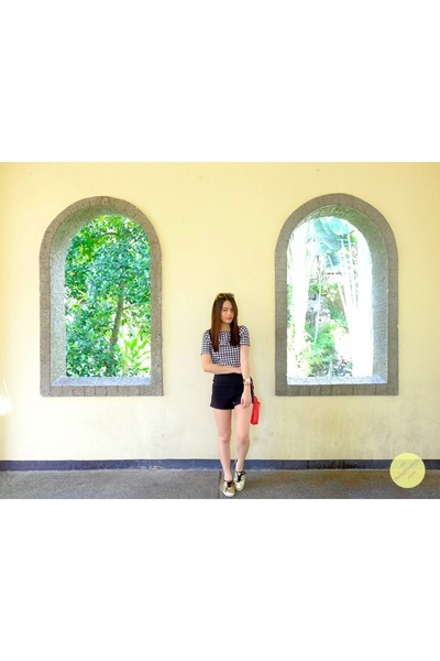 red Chloe and Davis bag - black high waist its all about hue shorts