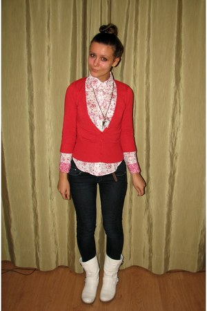 red thrifted Mango cardigan - white Charles & Keith boots - navy skinny jeans