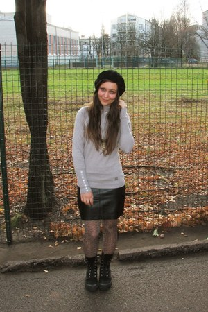 black thrifted beret hat - black Palladium boots - beige liu jo sweater