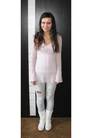 off white flat Charles & Keith boots - silver ripped Bik Bok jeans - light pink