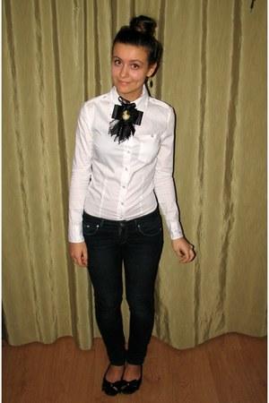 white Vero Moda blouse - black cameo accessories