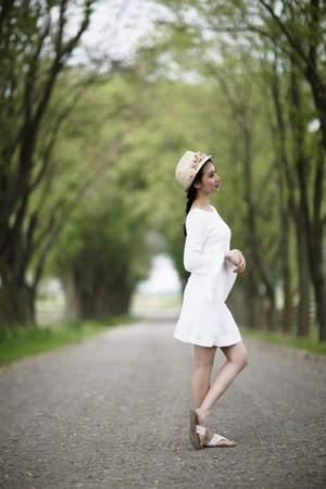 white Zara dress - tan Aldo hat - white Guess sandals