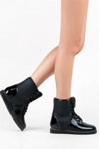 YRU Boots