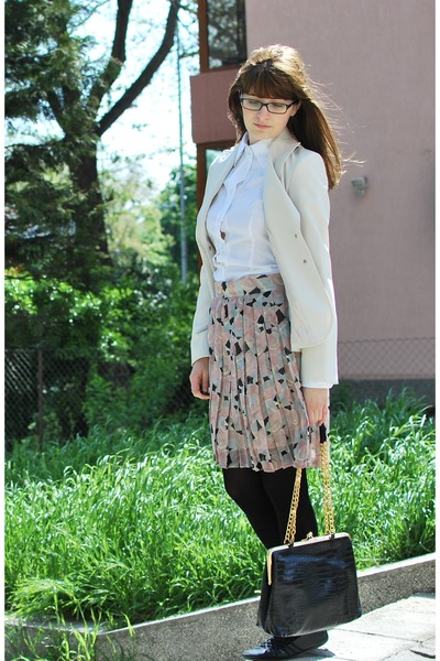white MNG blazer - ivory MNG shirt - black Mali Parmi bag - peach Kello skirt -