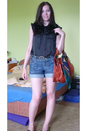 blue c&a shorts - black Orsey blouse
