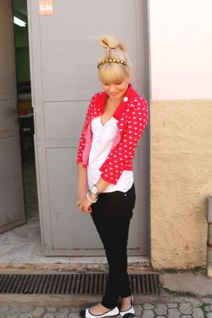red Otoch cardigan - white Riachuelo t-shirt - black C e A pants