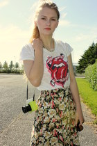 cream rolling stones H&M shirt - floral Secondhand skirt