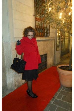 black Mango dress - ruby red Conbipel coat - black love moschino Moschino bag