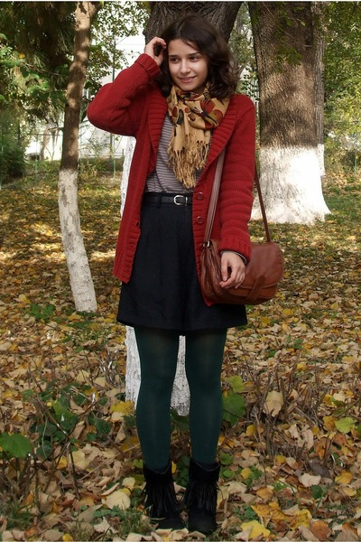 forest green tights - light orange butterflies scarf