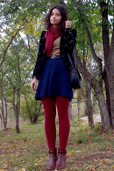 navy pleated thrifted skirt - burnt orange leather boots