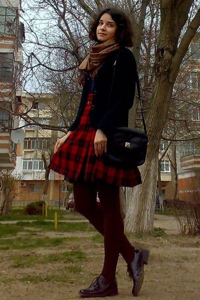black vintage picard purse - navy button down H&M shirt - brown textured tights
