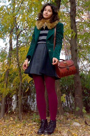 crimson vintage purse - gray H&M sweater - forest green velvet thrifted blazer