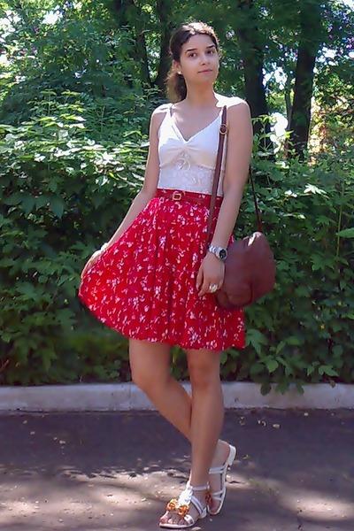 red pockets floral skirt - burnt orange leather thrifted purse