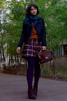 tawny plaid gifted skirt - black leather boots - burnt orange sweater