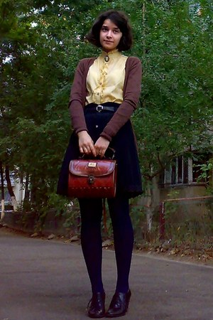 mustard thrifted shirt - navy tights - brick red vintage Marc Chantal purse