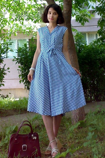 blue plaid midi vintage dress - crimson vintage purse - neutral leather wedges