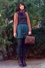 Black-leather-boots-dark-brown-floral-vintage-scarf-brown-zara-purse