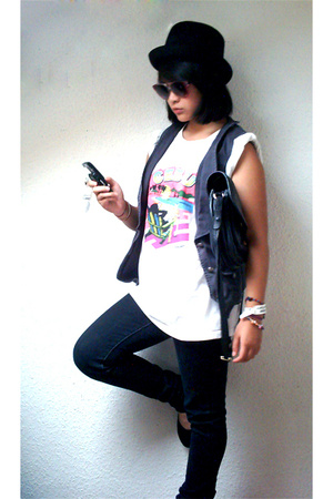 Dm De Dm hat - c&amp;a vest - self-madejumble sale t-shirt -  purse