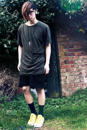 black Skinny Nelson shorts - army green Black Noise White Rain top