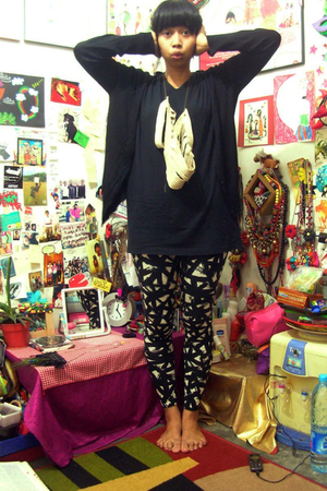 Burlingtons t-shirt - vintage jacket - kooi shop leggings - amithevintagist neck
