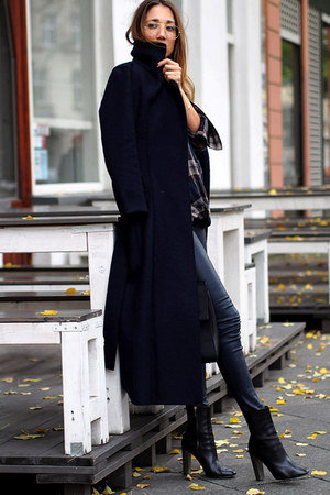 navy Harris Wharf London coat - black Hugo Boss boots